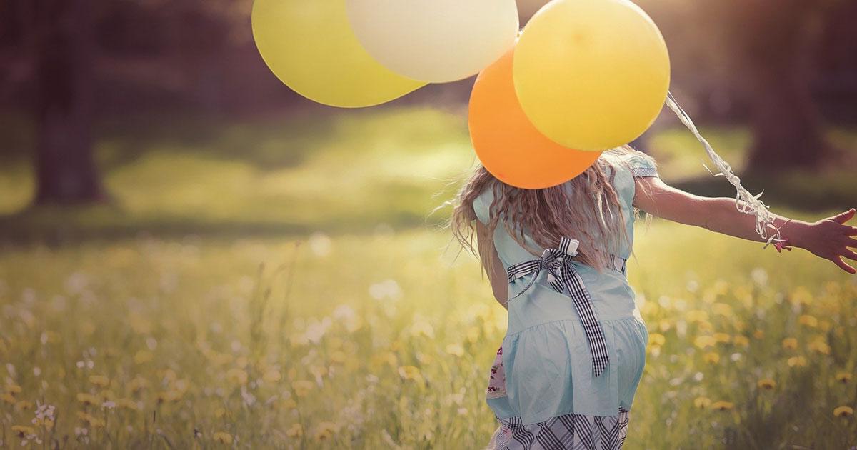 Kako provesti vrijeme s djetetom - djevojčica s balonima